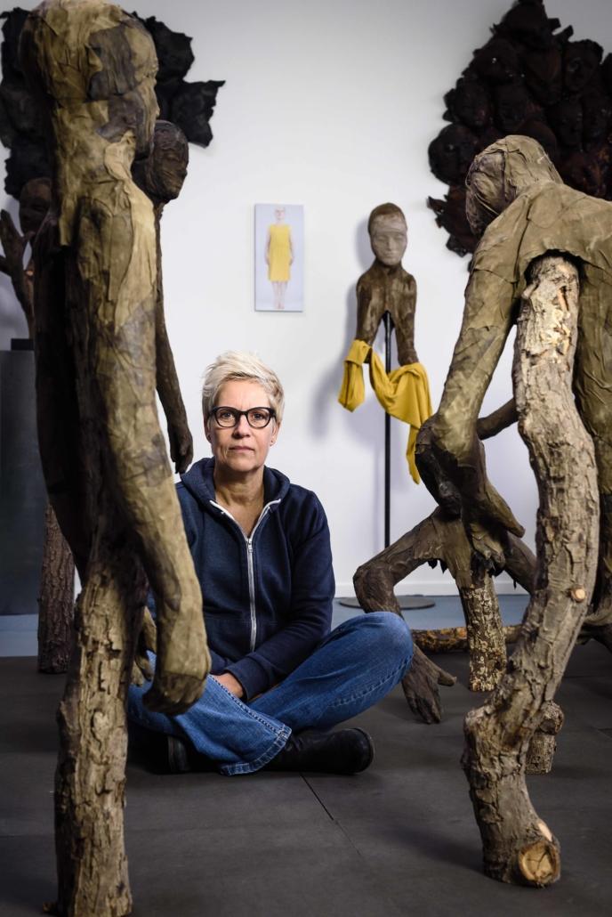 Ine van der Horn in atelier. Fotografie Boris Schmidt.